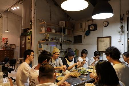 「台湾で写真展をひらいてみたら」ギャラリーの営業中…ですがみんなで晩餐